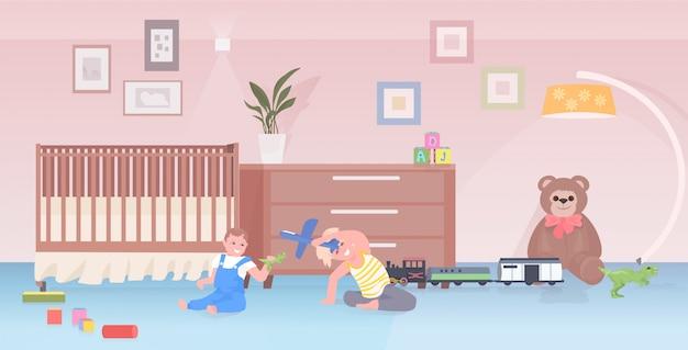 장난감을 재생하는 어린 아이 귀여운 소년과 소녀 집에서 재미 또는 유치원 어린 시절 개념 플레이 룸 인테리어