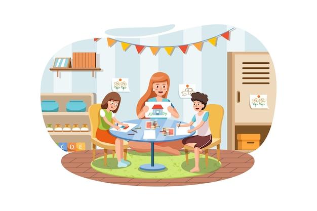 幼稚園の先生が屋内のテーブルで絵を描いている小さな子供たち。