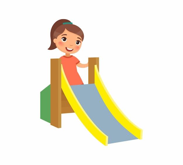 어린 소녀는 여름 휴가 및 엔터테인먼트의 어린이 슬라이드 개념을 올라