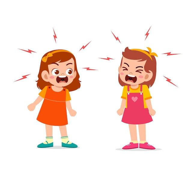 Маленькая девочка ссорится и спорит со своим другом