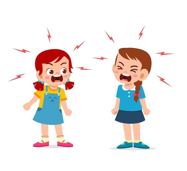 어린 소녀는 그녀의 친구와 싸우고 논쟁
