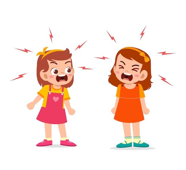 小さな女の子は彼女の友人と戦い、議論します