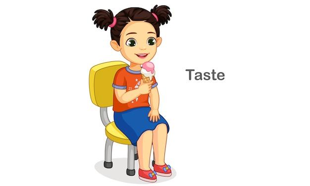 Маленькая девочка ест мороженое, показывая иллюстрацию вкуса