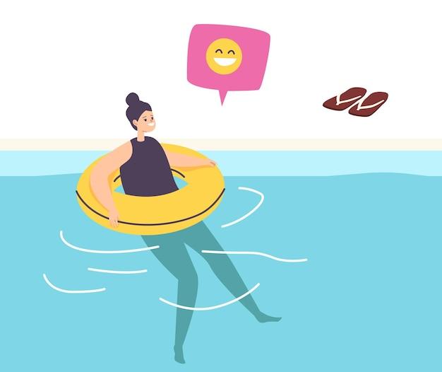 수영장이나 바다에서 풍선 링에 떠있는 수영을 배우는 어린 소녀
