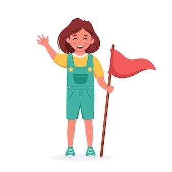 キャンプの旗を持つ少女ガールスカウトキャンプ夏のキッズキャンプ