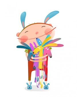 Маленький ребенок обнимает кроликов забавные милые игрушки