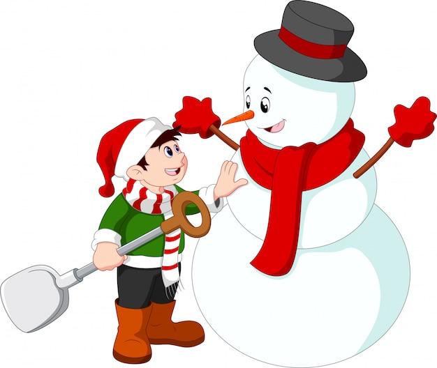 Маленький ребенок делает снеговика
