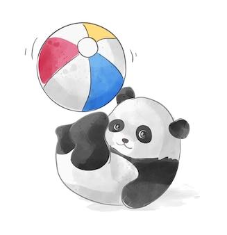 Маленькая панда играет с красочным мячом