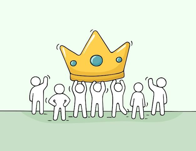 大きな王冠を持つ小さな人々、成功についての労働者のかわいいミニチュアシーン。
