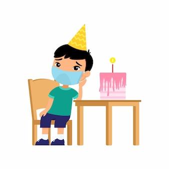 彼の顔に保護マスクを持った小さな悲しいアジアの少年は椅子に座っています。休日だけ。ウイルス対策、アレルギーの概念。
