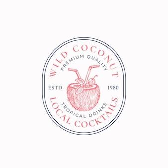 Местные коктейли абстрактный векторный символ знака или шаблон логотипа рисованной кокосовой половины с питьевой п ... Premium векторы