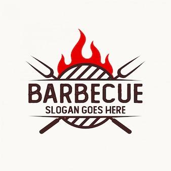 Логотип для барбекю компании с элементом пламени и вилки