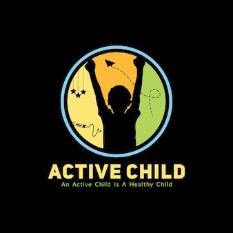 Логотип детский сад или детский урок место с поднимающей руку силуэт ребенка