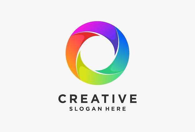 로고 문양의 그라데이션 색상 로열티 디자인.