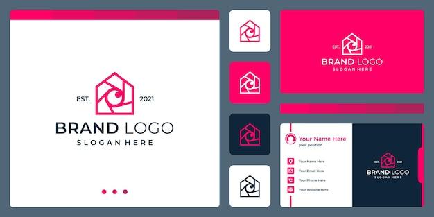 Логотип, сочетающий в себе формы дома, камеру и объектив. визитные карточки.