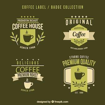 緑の背景にコーヒーのためのロゴ