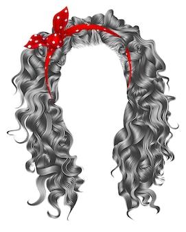 Длинные вьющиеся волосы серого цвета. стиль моды красоты. парик. красный бант