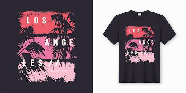 ロサンゼルスマリブラグーンスタイリッシュなtシャツとヤシの木のシルエット、タイポグラフィ、プリントでトレンディなアパレル