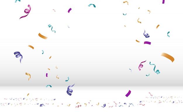 화려한 작은 색종이와 투명 한 배경에 리본을 많이. 축제 이벤트 및 파티. 여러 가지 빛깔의 배경입니다. 연단에 고립 된 다채로운 밝은 색종이.