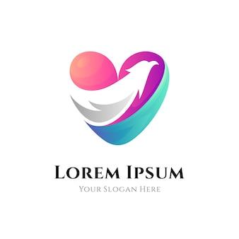 Креативный шаблон дизайна логотипа орла любви в стиле градиента цвета