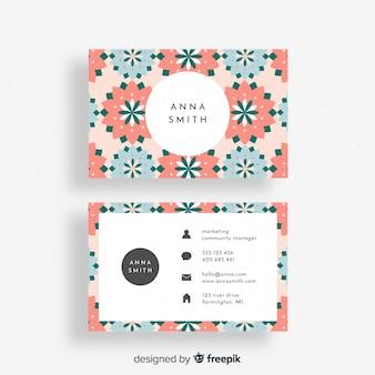 Прекрасная цветочная визитная карточка с плоским дизайном