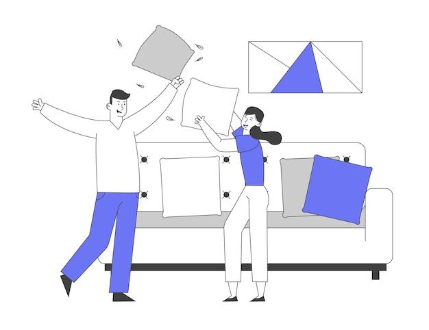 베개와 싸우는 소파에 점프 사랑하는 부부 남성과 여성 캐릭터