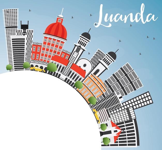 Горизонт луанды с серыми зданиями, голубым небом и копией пространства. векторные иллюстрации. деловые поездки и концепция туризма с современной архитектурой. изображение для презентационного баннера и веб-сайта.