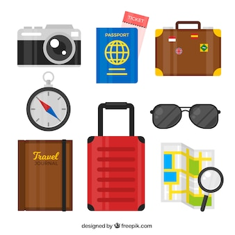 Set di bagagli con passaporto e altri articoli da viaggio