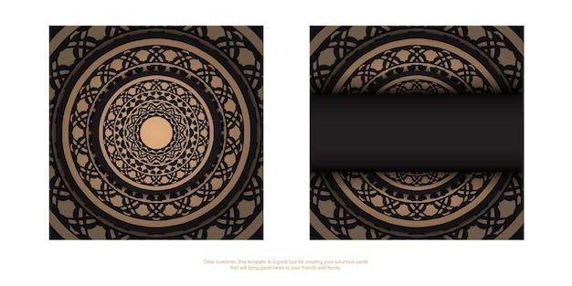 그리스 장식품이 있는 검은색 엽서의 고급스러운 디자인. 텍스트와 빈티지 패턴을 위한 공간이 있는 초대 카드 디자인.