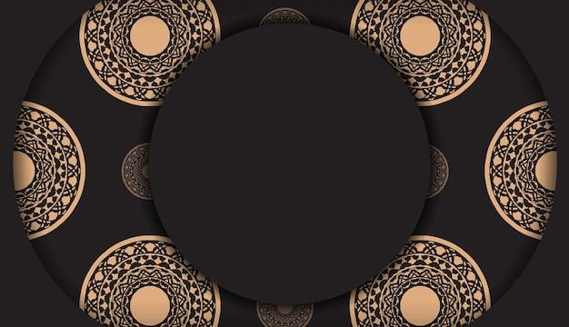 그리스 장식이 있는 검은색 인쇄 디자인 엽서를 위한 고급스러운 템플릿입니다. 텍스트 및 빈티지 패턴을 위한 장소가 있는 초대 카드의 벡터 준비.