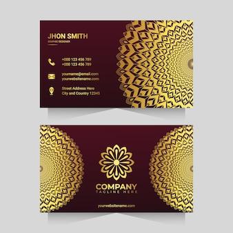 Роскошный шаблон визитной карточки с золотым орнаментом в стиле арабески мандалы