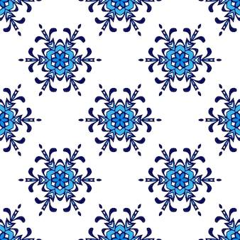 豪華なダマスク織の花のシームレスなパターンの青い背景。冬の雪の結晶のシンボルの背景