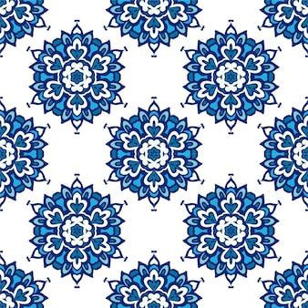 豪華なダマスク織の花のシームレスなパターンの青い背景