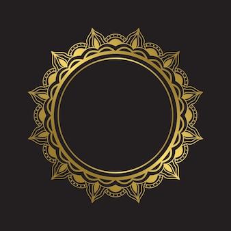 豪華なゴールドの曼荼羅フレームのデザイン要素。黄金色のベクトル自由奔放に生きる曼荼羅。花柄のサークル曼荼羅バッジ。