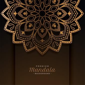 豪華な黄金のマンダラの装飾的なパターンの背景