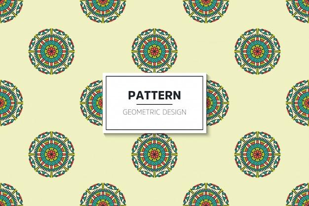 豪華な装飾的なマンダラデザインゴールドカラーベクトルのシームレスパターン