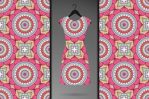 Modello senza cuciture mandala ornamentale di lusso per abbigliamento, stampe tessili