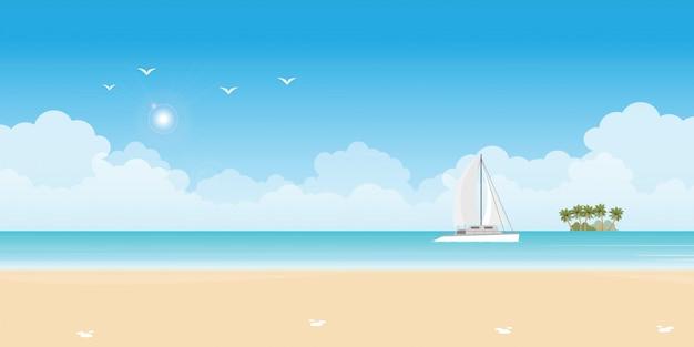 Роскошная парусная яхта в синем море.