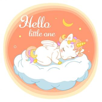 Волшебный милый единорог в мультяшном стиле с каллиграфическим знаком привет малышка. каракули единорога, спать на облаке.