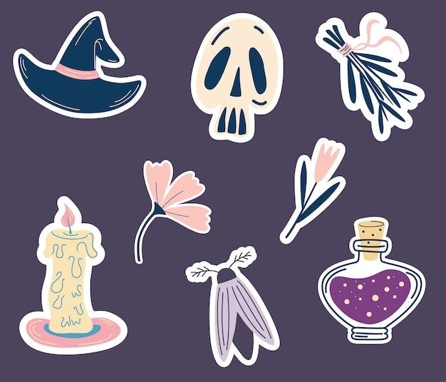 ハロウィン用の魔法のステッカー。ステッカー、漫画風のパッチのセット。魔女の帽子、頭蓋骨、花、ポーション、蛾、ろうそく、ハーブの束。精神的な魔術、神秘的な秘教の要素。ベクター