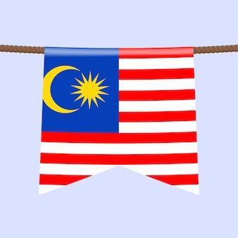 На веревке висит национальный флаг малайзии. символ страны в вымпеле, висящем на веревке. реалистичные векторные иллюстрации.