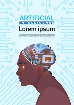 回路のマザーボードの背景上の現代サイボーグ脳を持つ男性のアフリカ系アメリカ人の頭