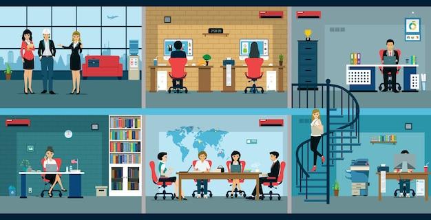 男性と女性の従業員がオフィスで働いています