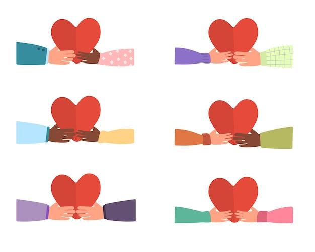 赤いハートの男性と女性の手。人と人との愛