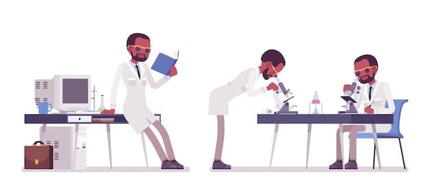 Мужской черный ученый работает