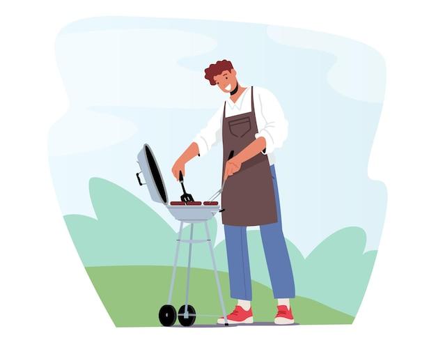 앞 마당에 있는 바베큐 기계에서 소시지를 튀기는 셰프 앞치마를 입은 남성 캐릭터는 야외 바베큐에서 시간을 보냅니다. 불에 고기를 요리하고 여름 시간에 재미 남자. 만화 사람들 벡터 일러스트 레이 션
