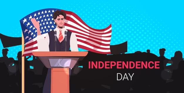 トリビューンからの人々に話す男性の政治家、7月のアメリカ独立記念日のお祝いのバナーの4日