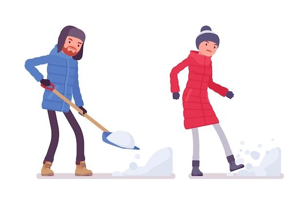 Мужчина и женщина в пуховике работают с лопатой, пинают подснежник, в теплой зимней одежде, зимних сапогах, шляпе. концепция городского снаряжения. вектор плоский стиль иллюстрации шаржа изолированы, белый фон