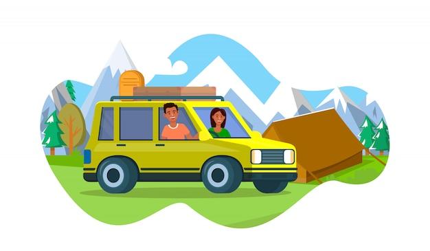 Мужчина и женщина стоят возле желтой машины возле палатки лагеря
