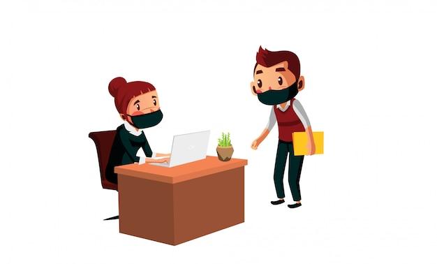 男性と女性がマスクを着用して、新しい通常時にオフィスで話し合います